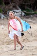 http://img179.imagevenue.com/loc106/th_913409333_Preppie___AnnaSophia_Robb_in_a_bikini_on_Soul_Surfer_set_in_Hawaii___Feb._13_2010_7291_122_106lo.jpg