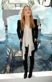 Vanessa Paradis, Chanel ready to wear fallwinter 09/03/2010 HQ Th_62344_vanpar_ee_003_122_111lo