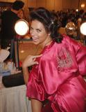 th_20639_fashiongallery_VSShow08_Backstage_AdrianaLima-27_122_136lo.jpg