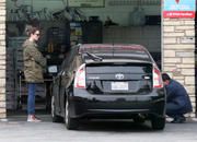 http://img179.imagevenue.com/loc184/th_926759128_Mandy_Moore_Stops_at_a_gas_station1_122_184lo.jpg