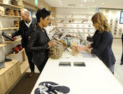 Хэлли Берри, фото 7324. Halle Berry Deichmann Store in Berlin March 6, 2012, foto 7324