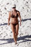 http://img179.imagevenue.com/loc337/th_51143_Britney_Spears_2009-05-19_-_on_the_beach_in_the_Carribbean_8149_122_337lo.jpg