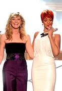 http://img179.imagevenue.com/loc398/th_060401682_RihannaAtCountryAwards4_122_398lo.jpg