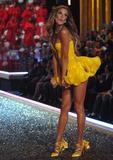 th_26908_celebutopia.net_Victoria43s_Secret_Show_7403_122_416lo.jpg