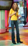 [Imagen: th_22470_Amanda_Bynes_-_2004_MTV01s_TRL_..._431lo.jpg]