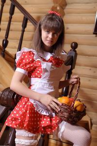 http://img179.imagevenue.com/loc520/th_105364439_tduid300163_Silver_Sandrinya_maid_1_091_122_520lo.JPG