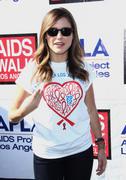 http://img179.imagevenue.com/loc575/th_411174190_Sophia_Bush_28th_Annual_AIDS_Walk8_122_575lo.jpg