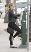 http://img179.imagevenue.com/loc597/th_698021670_Hilary_Duff_shops_afte_her_Workout1_122_597lo.jpg