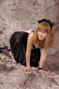 http://img179.imagevenue.com/loc95/th_232937124_Silver_Sandrinya_maid_3_108_122_95lo.jpg